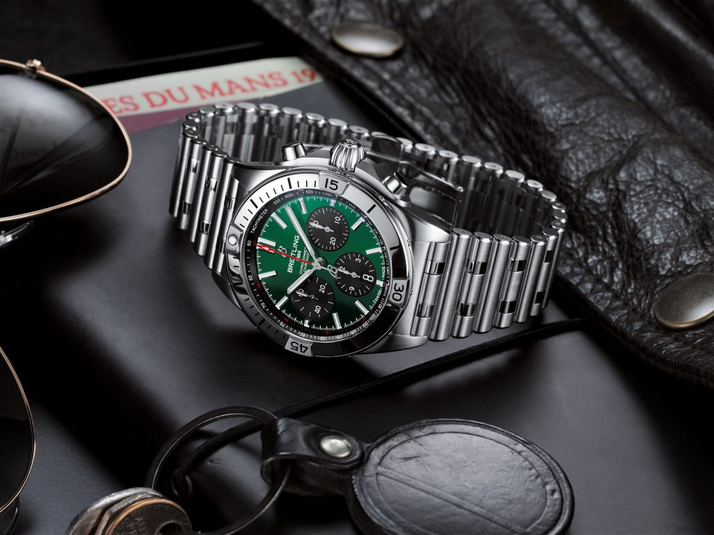07 Chronomat B01 42 Bentley With A Green Dial And Black Contrasting Chronograph Counters 1024x767