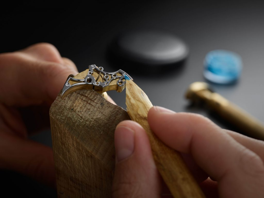 6 Polishing A Bevel On A Bridge From The Romain Gauthier Insight Micro Rotor Squelette Using Gentian And Diamond Paste 1024x768
